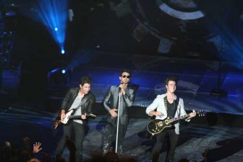 Jonas Brothers tour with Disney castmates