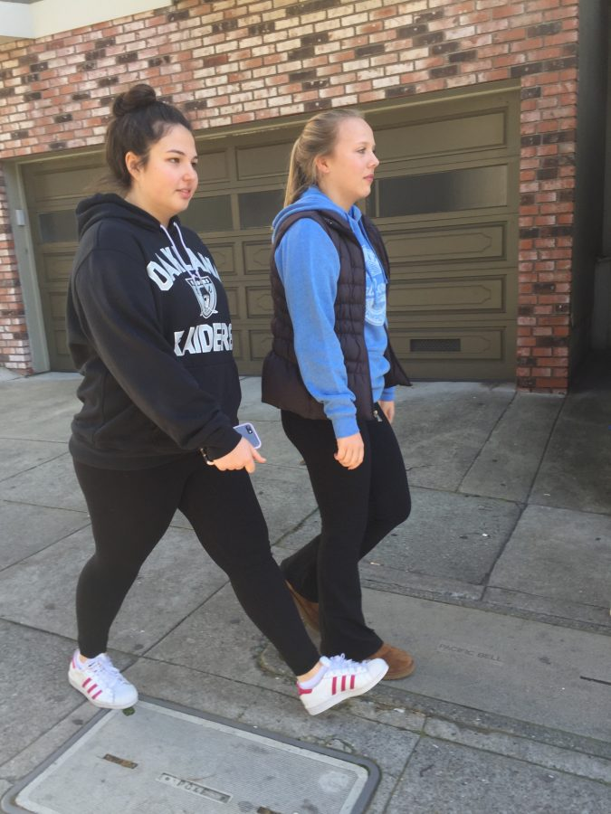 Juniors+Olivia+Sanchez-Corea+and+Caroline+O%27Connell+wear+%22athleisure%22+style+leggings+and+yoga+pants+while+walking+to+Mayflower+Market+%26+Deli+to+buy+lunches.+Sanchez-Corea+wears+Alo+leggings+and+O%27Connell+wears+Lululemon+yoga+pants.