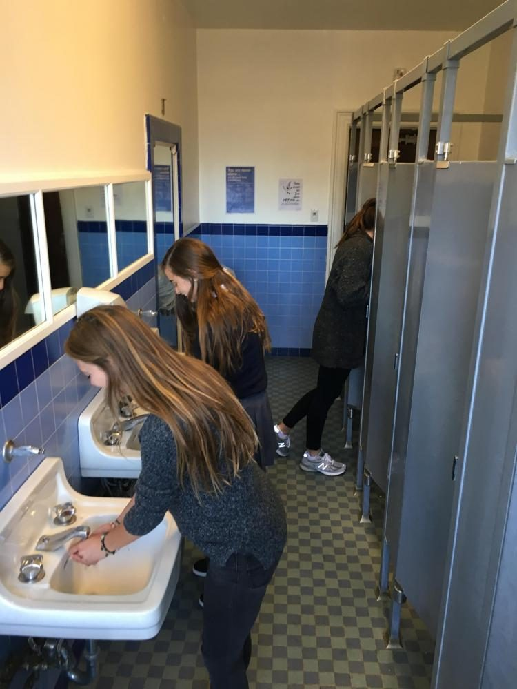 Sophomore+Elizabeth+Worthington+and+junior+Sinead+McKeon+wash+their+hands+in+the+second+floor+bathroom+of+the+Flood+Mansion+that+was+last+updated+in+the+1940s.+Antiquated+plumbing+contributes+to+frequent+clogging+of+the+pipes.