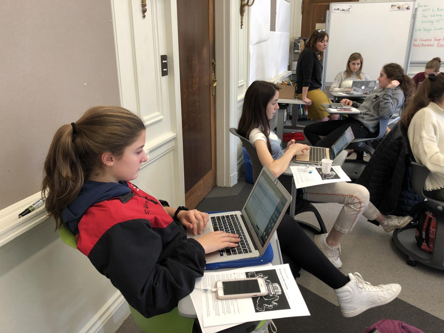 Sophomore Sofia Telfer works on her editorial during her D Period English  class. Students were given three classes to write and edit their editorials.