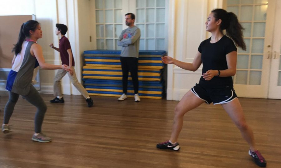 The+fencing+team+practices+its+footwork+during+an+afternoon+practice+outside+the+Little+Theater+on+the+Broadway+Campus.+