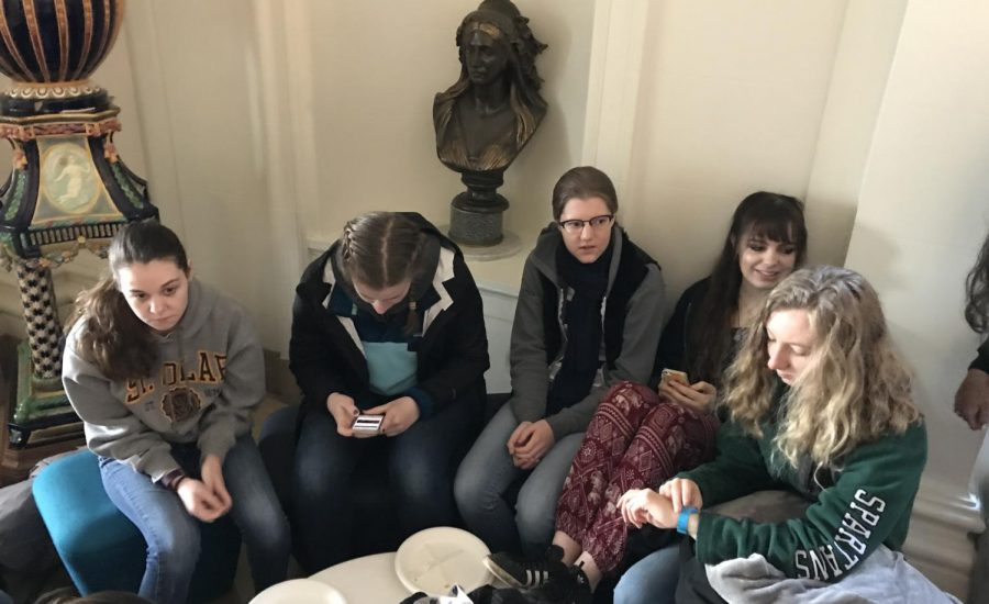 Seniors+Mary+Crawford%2C+Claire+Kosewic%2C+Lizzie+Bruce%2C+Sarah+Mahnke-Baum+and+Sydney+O%E2%80%99Neil+sit+together+in+the+Main+Hall+before+departing+for+Marin.+The+group+left+Convent+around+8+a.m.+Friday+morning+and+plans+to+return+Saturday+afternoon+at+2+p.m.