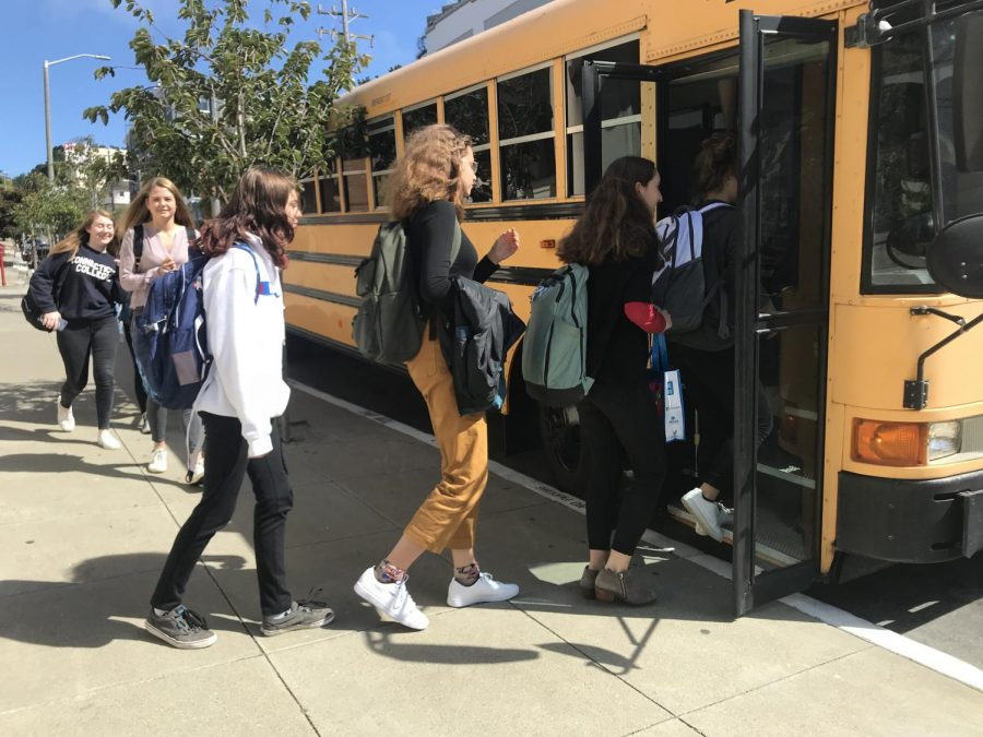 Convent+students+load+the+bus+to+the+Broadway+campus+from+the+Pine%2FOctavia+campus+in+between+classes.+Passing+periods+were+lengthened+this+year+to+allow+students+time+to+move+between+campuses.