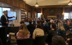 Presenter teaches juniors about algorithms, artificial intelligence