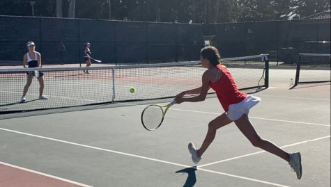 Varsity tennis trains for upcoming match