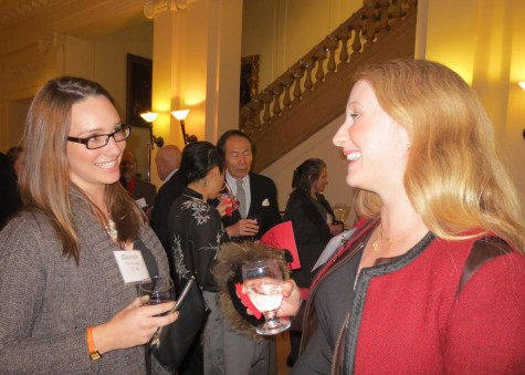 Elizabeth Goodman ('02) and Hildie Murray Sims ('98) catch up during the reception at Alumnae Noëls last night in the Main Hall.