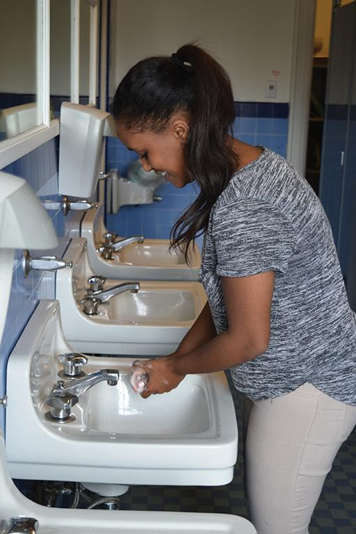Sophomore+Edna+Tesfaye+washes+her+hands+in+the+restroom+on+the+third+flood+of+Flood+Mansion.+The+restrooms+clog+frequently+in+the+Flood+Mansion+and+Grant+Building.