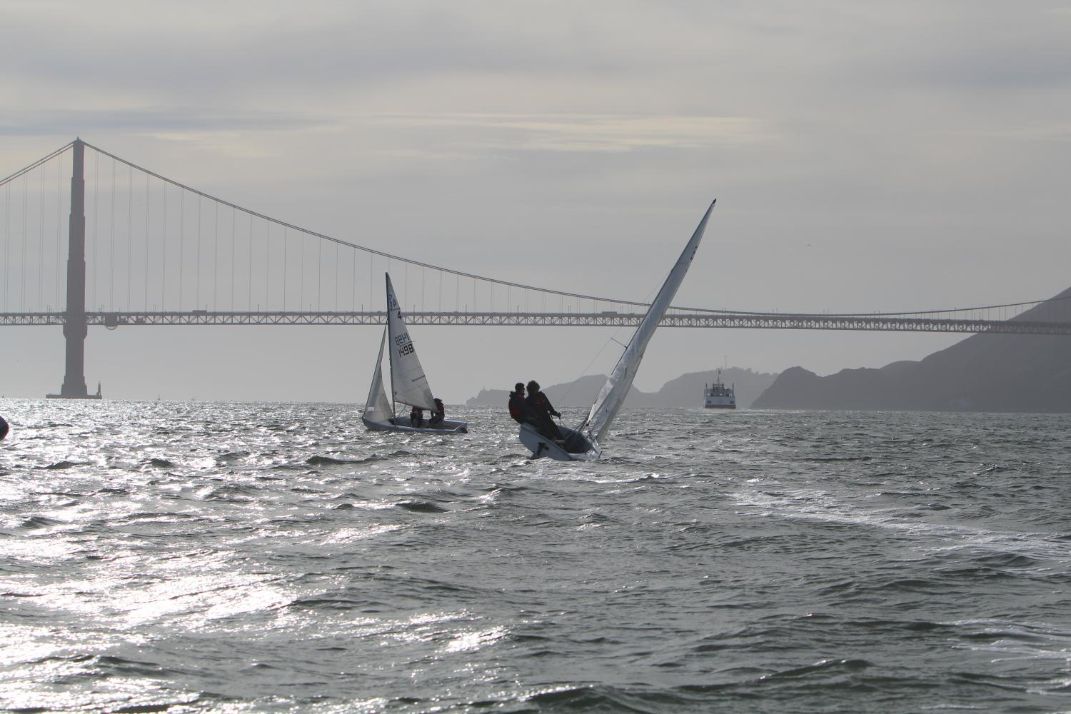 Convent+%26+Stuart+Hall+boat+sails+in+front+of+the+Golden+Gate+Bridge+during+practice+last+season.+The+team+practices+at+the+St.+Francis+Yacht+Club+on+the+bay.