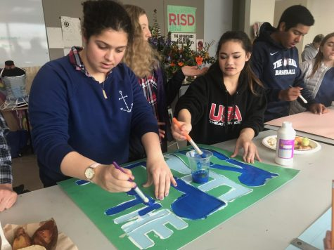 Students make posters for state championships