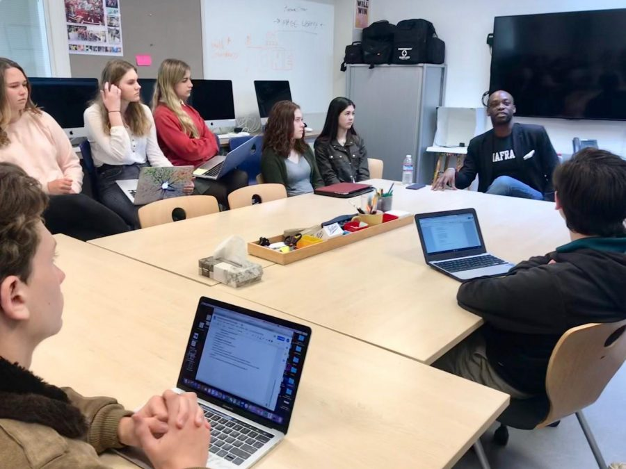Author+and+poet+Rowan+Ricardo+Phillips+discusses+the+evolution+of+journalism+with+students.+Phillips+led+talks+in+B+and+C+periods+and+also+participated+in+a+question+panel+during+a+coed+high+school+assembly.