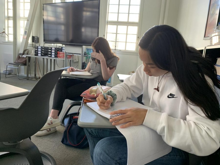 Sophomore Shana Ong takes notes on history teacher Karen Fry's study techniques. Sophomores studied the lead up to the Civil War.